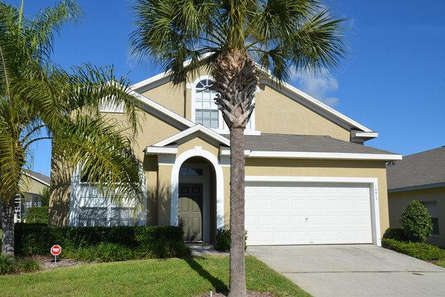 Rentini stunning 5 bedroom pool home near disney for 5 bedroom house with pool