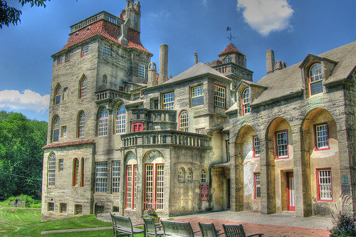 a description of the historical art and artifacts in the mercer museum in doylestown At the mercer museum, a concrete castle built by renowned tile-maker henry mercer in the early 20th century he built the castle to house his enormous collectio.