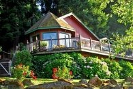 Charming Riverfront Home and Guest Cottage