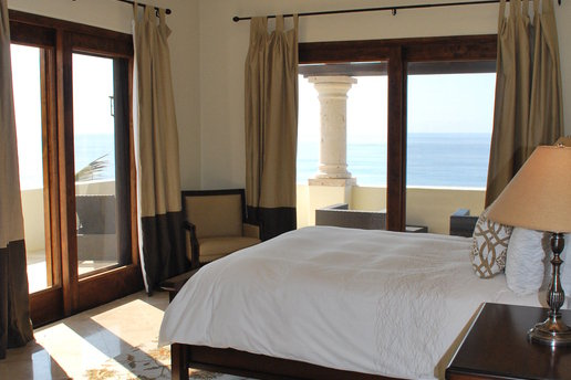 Rentini amazing 2 bedroom penthouse in cabo Master bedroom for rent in san jose