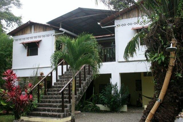 Format_3_2_manzanillo-col-mexico-casa-faya-lobi-in-manzanillo-beach-and-jungle
