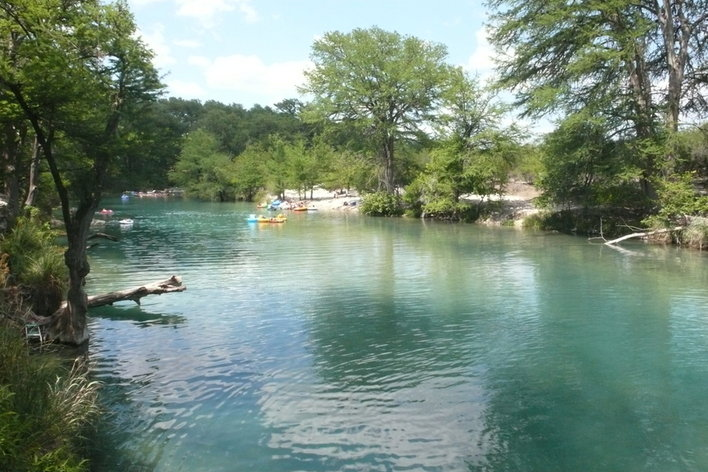 Rentini frio river cabins for Cabins along the frio river