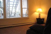 Downstairs bedroom w queen futon
