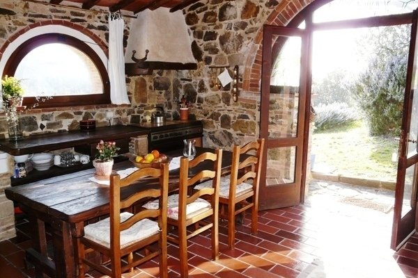 Format_3_2_tuscany-italy-beautiful-1-bed-cottage-with-stunning-views
