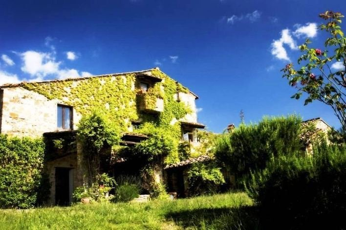 Format_3_2_tuscany-italy-an-large-historic-villa-in-rural-chianti