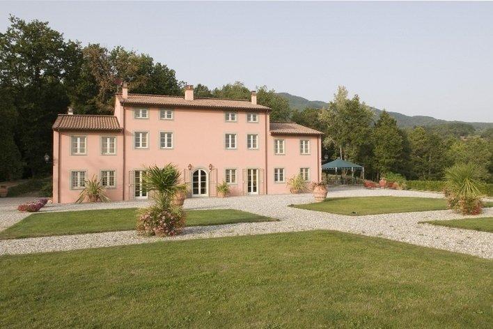 Format_3_2_capannori-tuscany-italy-villa-santa-maria-al-lago