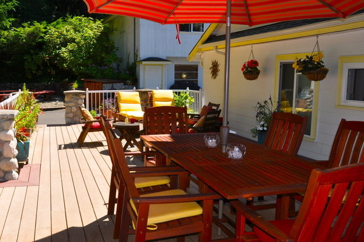 ... Main Deck Outdoor Dining ...