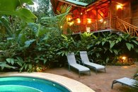 Warm evenings to drink an aperitif or two by your pool: Barefoot Luxury indeed!