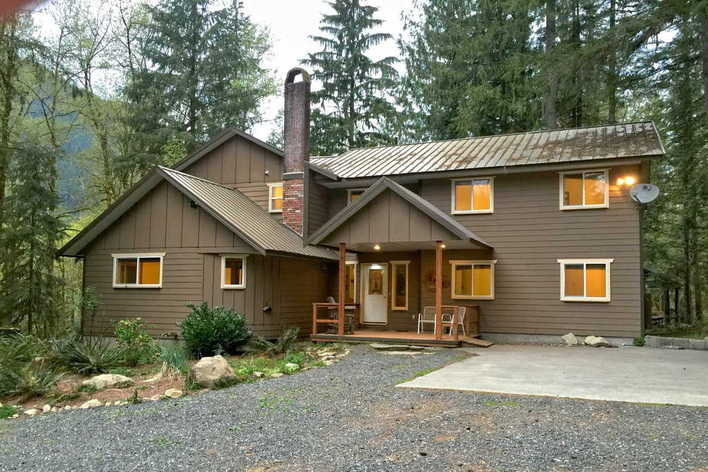 Format_3_2_deming-wa-united-states-mt-baker-lodging-cabin-3-sleeps-26