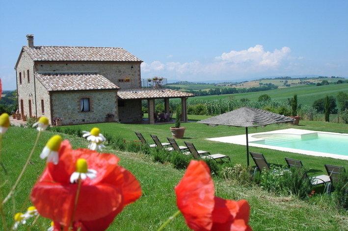 Format_3_2_castiglione-del-lago-umbria-italy-restored-farmhouse-on-umbrian-tuscan-borders