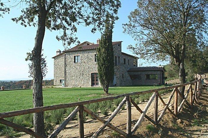 Format_3_2_murlo-toscana-italy-house-mandolino-tuscany-countryside