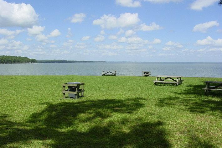 ... Main Lake Livingston ...